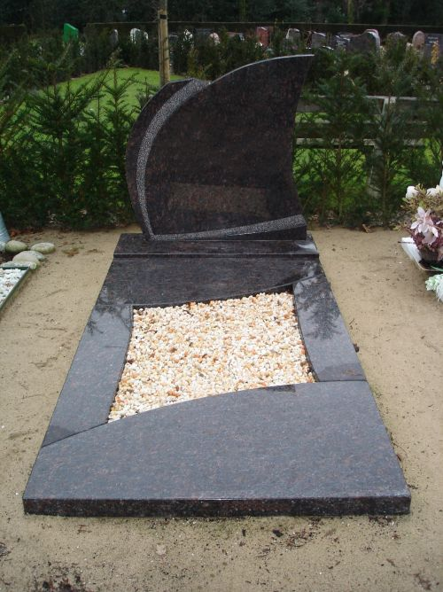 Enkel monument Tan Brown graniet (EM021)