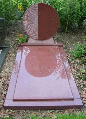 Enkel monument Ruby Red graniet (EM039)